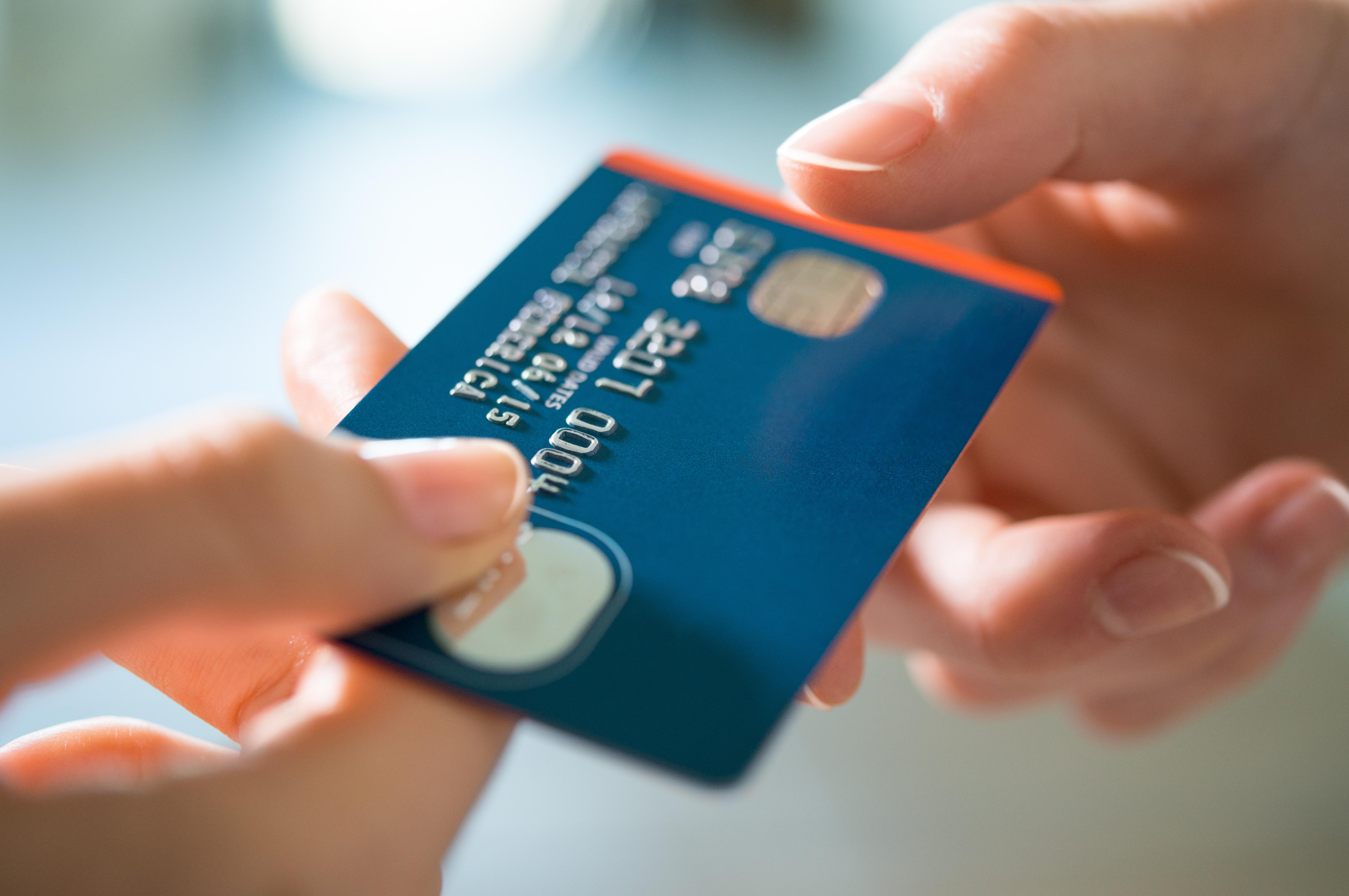 18 yaş altı kredi kartı ve banka kartı alabilir mi?